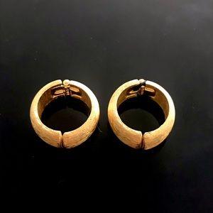 ✨Signed Antique Trifari Gold Clip Earrings